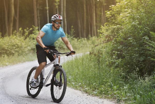 Como pedalar em pistas de cascalho